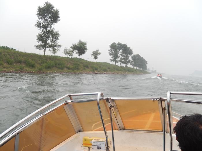 いま中朝国境で最もスリリングな遊覧ボートの旅(天逸埠頭)_b0235153_1714451.jpg