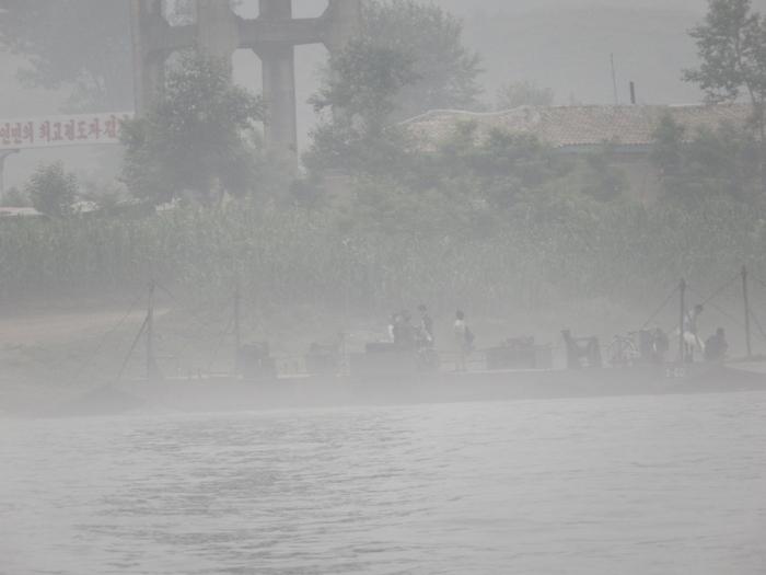 いま中朝国境で最もスリリングな遊覧ボートの旅(天逸埠頭)_b0235153_17153287.jpg