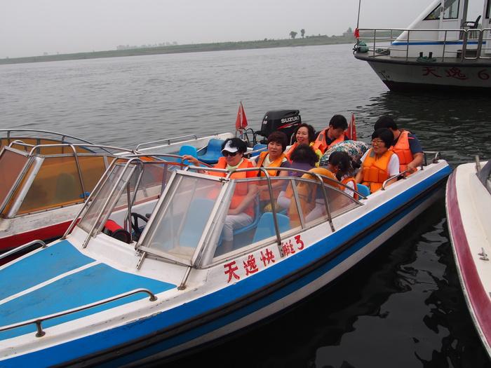 いま中朝国境で最もスリリングな遊覧ボートの旅(天逸埠頭)_b0235153_1761835.jpg