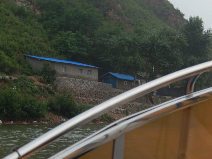 いま中朝国境で最もスリリングな遊覧ボートの旅(天逸埠頭)_b0235153_1792956.jpg