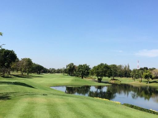 アルパイン・ゴルフコースで2日連続のプレー_b0100062_16512797.jpg