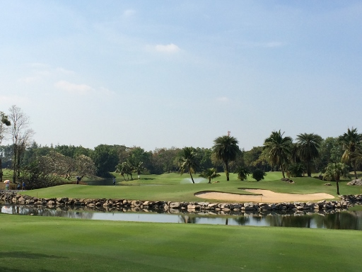 アルパイン・ゴルフコースで2日連続のプレー_b0100062_1651471.jpg