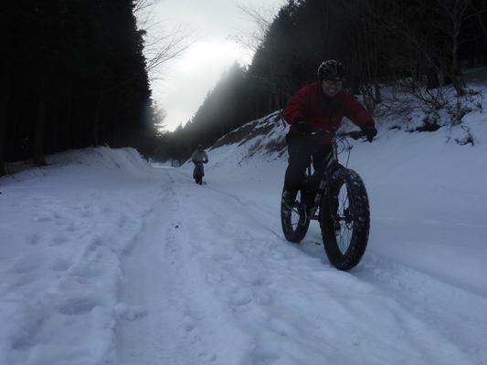 ファットバイクで雪遊び 2014年12月_c0132901_9215627.jpg