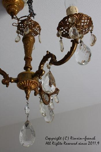 アンティークのシャンデリアと 燭台。 寝室改造計画 1_e0237680_11293743.jpg
