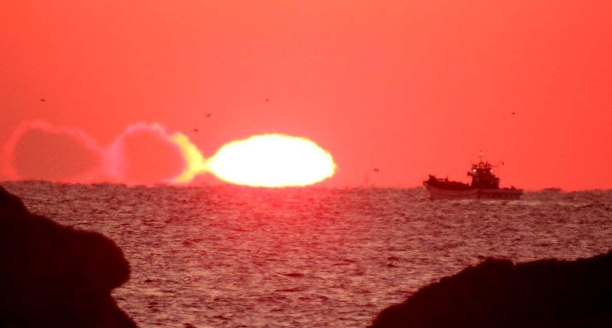 三重・熊野灘:水平線に巨大魚_b0064113_2153773.jpg