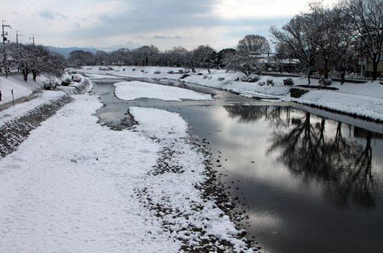 鴨川雪景色_e0048413_1733614.jpg