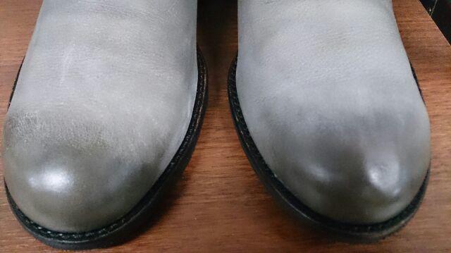 爪先だけが光っている靴は…_b0226322_20174833.jpg