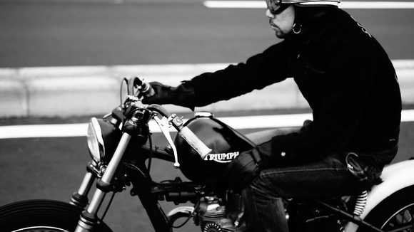 Person and motorcycle_c0250233_18512725.jpg