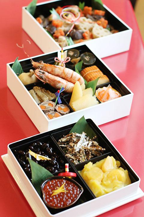 2015年は正統派おせち料理?少しの飾りつけでおせち料理は華やかになる!