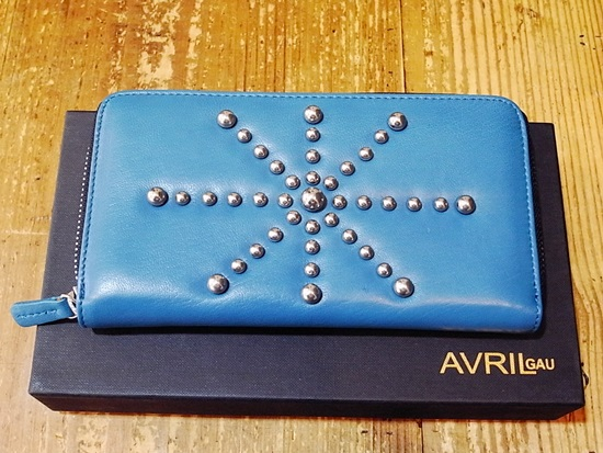 AVRIL GAU のお財布 _c0176078_15463085.jpg