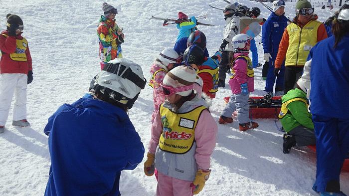 全員で滑って転んで泣いて笑った雪遊び 1日目_c0120834_12574345.jpg