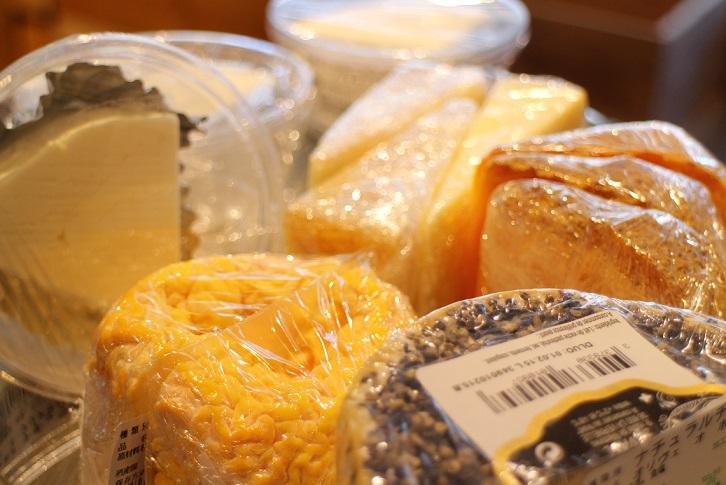 チーズ入荷しました!_b0016474_1123714.jpg