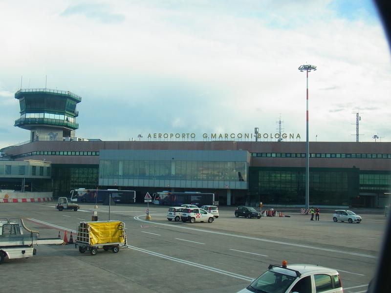 ボローニャ空港 ライアンエアー_b0326809_16181558.jpg