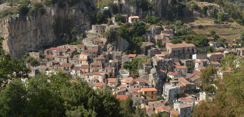 Calabria: portali, finestre, archi e luoghi mistici ~五感で感じるカラブリア~ 講演+水彩画展示_a0281139_15153576.jpg