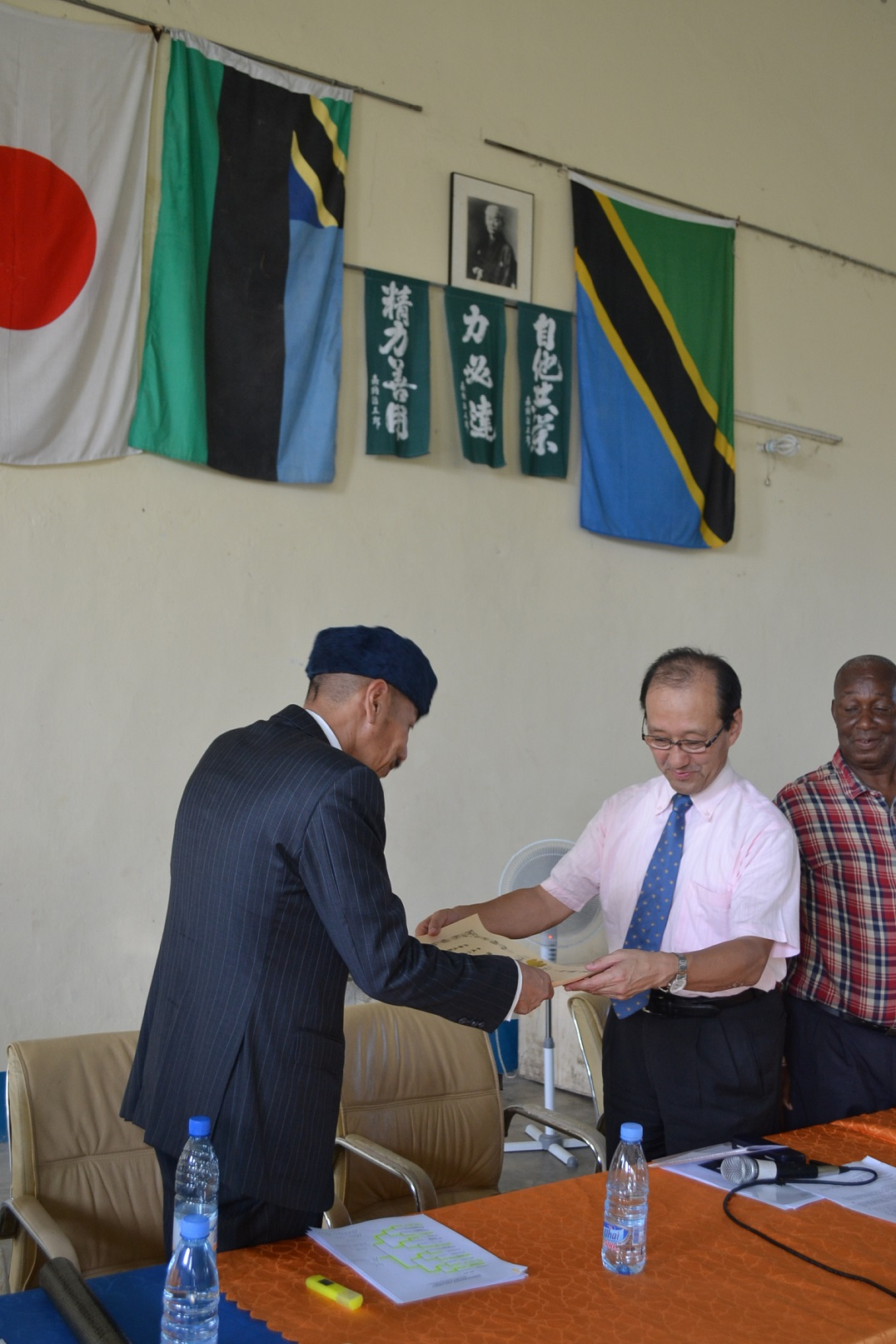 Certificate of Appreciation from Minister for Foreign Affairs of Japan~外務大臣からの感謝状受賞~_a0088841_2048794.jpg