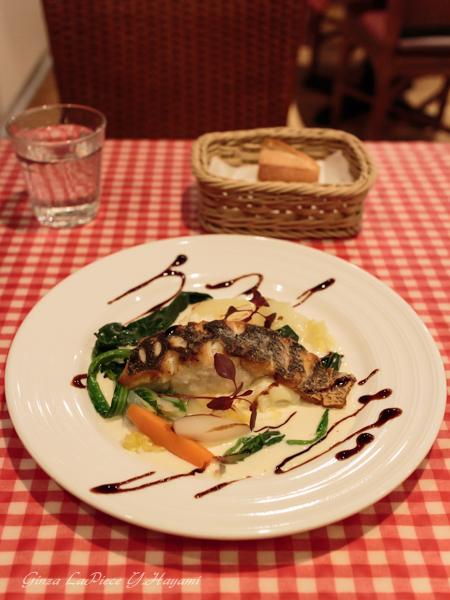 料理の風景 すずきのポワレ_b0133053_2391859.jpg