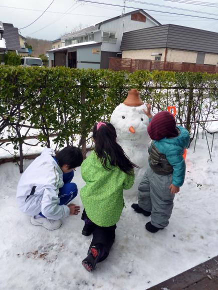 孫と雪だるま!_f0150893_16590799.jpg