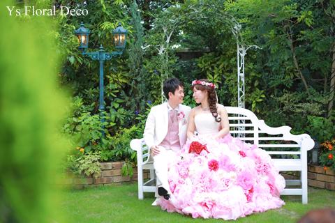 ピンク色の花冠 華やかな花エプロンにあわせて_b0113510_19585452.jpg