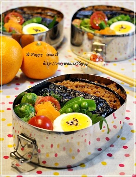 そぼろ弁当と黒豆抹茶シフォン♪_f0348032_18063949.jpg