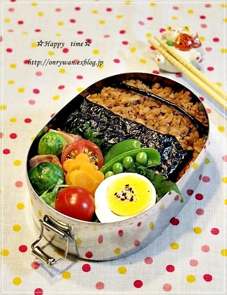 そぼろ弁当と黒豆抹茶シフォン♪_f0348032_18064870.jpg