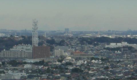 江の島シーキャンドル(展望灯台)から日光・男体山が見える_c0014967_17592182.jpg
