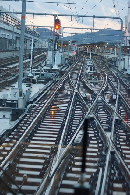 姫路駅にて鉄路の美しさにびっくり、貨物列車とその鉄路_d0181492_1634356.jpg