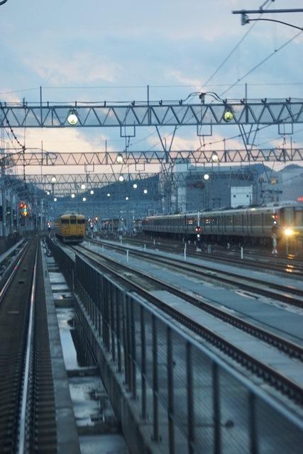 姫路駅にて鉄路の美しさにびっくり、貨物列車とその鉄路_d0181492_1642241.jpg