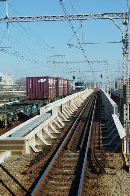 姫路駅にて鉄路の美しさにびっくり、貨物列車とその鉄路_d0181492_1644055.jpg