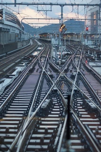 姫路駅にて鉄路の美しさにびっくり、貨物列車とその鉄路_d0181492_164414.jpg