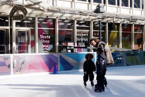 冬のサウス・ストリート・シーポート、初心者向けスケート・リンクあります_b0007805_23382793.jpg