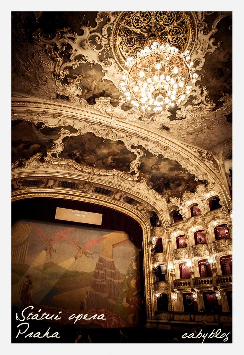 プラハ国立歌劇場にてオペラを観る_b0127032_1183164.jpg