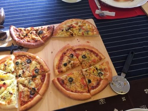 2種のピザとマドレーヌ_b0346442_00521217.jpg