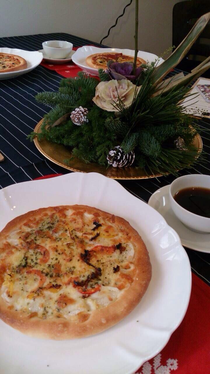 2種のピザとマドレーヌ_b0346442_00524498.jpg