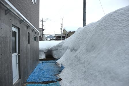 自然落雪屋根の落ちた雪を井戸水で消すと・・・_a0128408_1835140.jpg