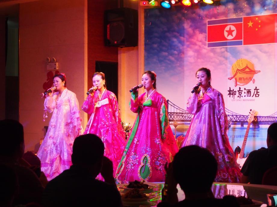 丹東で唯一ショーを撮影できる北朝鮮レストラン「柳京酒店」_b0235153_10123898.jpg