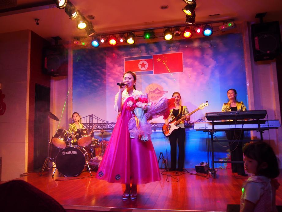 丹東で唯一ショーを撮影できる北朝鮮レストラン「柳京酒店」_b0235153_10125859.jpg