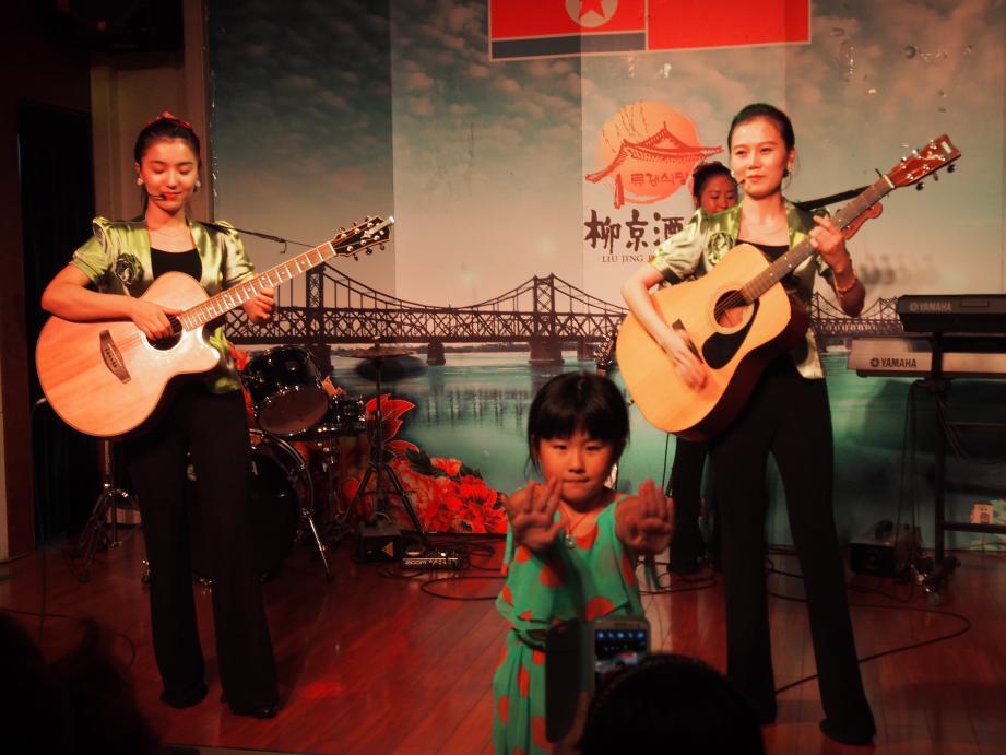 丹東で唯一ショーを撮影できる北朝鮮レストラン「柳京酒店」_b0235153_10131075.jpg