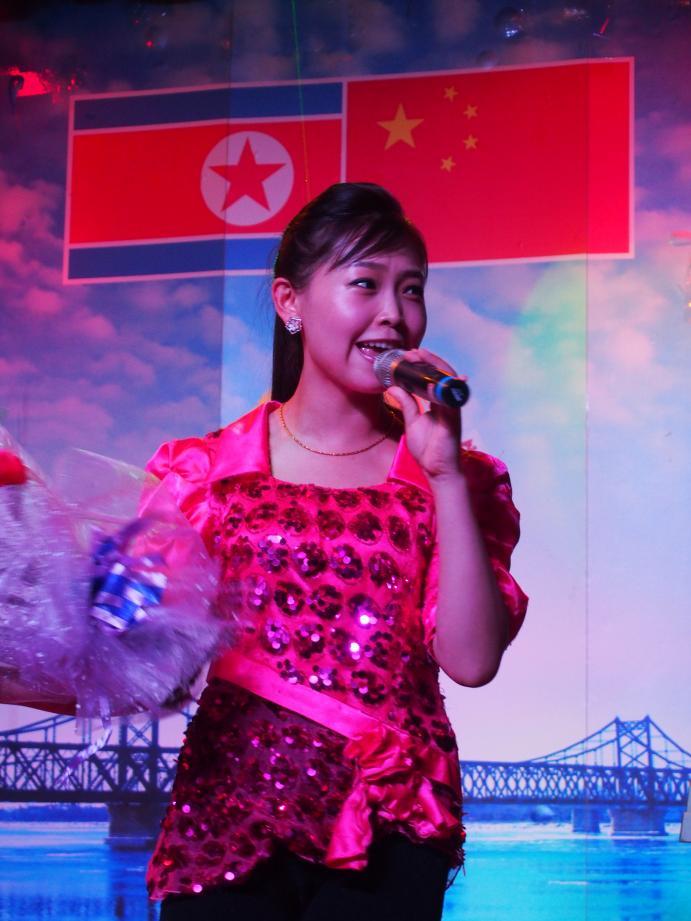 丹東で唯一ショーを撮影できる北朝鮮レストラン「柳京酒店」_b0235153_10141497.jpg