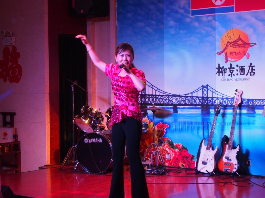 丹東で唯一ショーを撮影できる北朝鮮レストラン「柳京酒店」_b0235153_10164258.jpg
