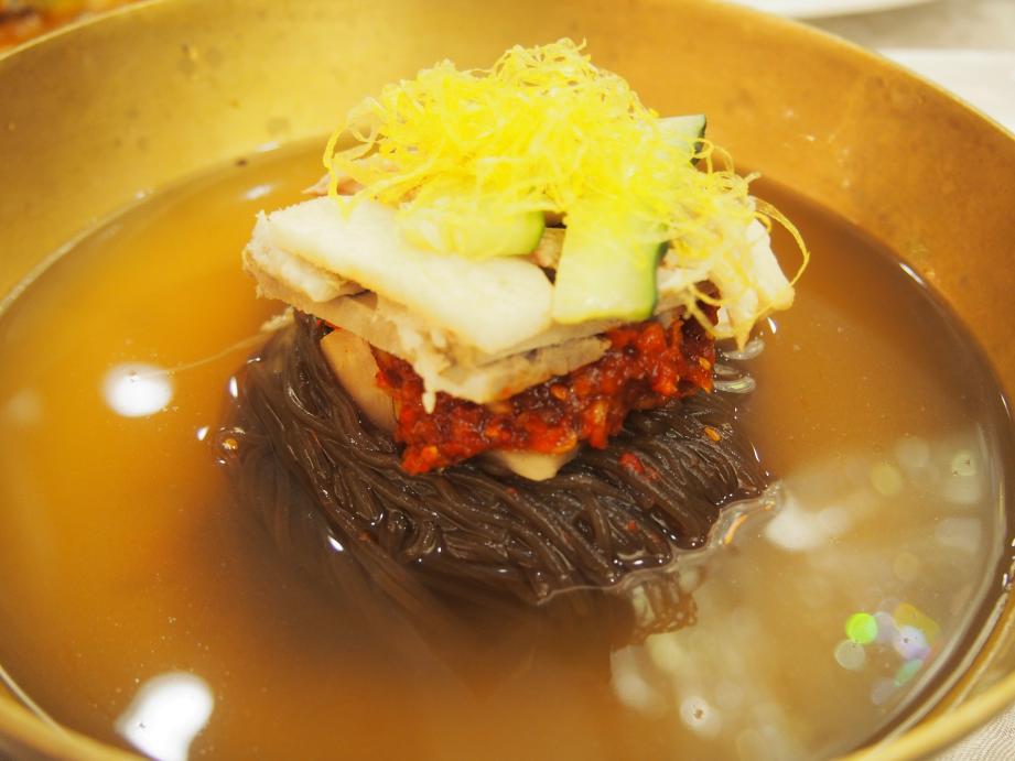 丹東で唯一ショーを撮影できる北朝鮮レストラン「柳京酒店」_b0235153_10171061.jpg