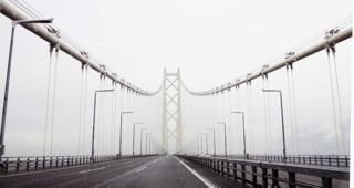 期待してたのに.....横風にビビりながらの明石海峡大橋...._b0194185_2313784.jpg
