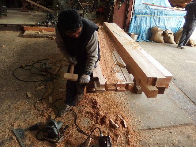 川井の家 大工の墨付けが進行中。_f0105112_643297.jpg