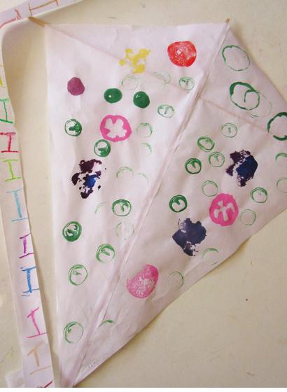 野菜スタンプの凧作り・幼児クラス(上高野)_f0211514_1959317.jpg