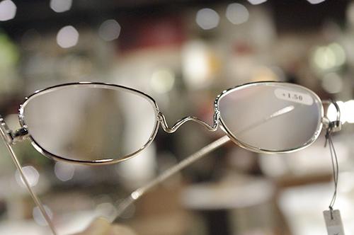薄さ2mmの老眼鏡『ペーパーグラス』導入しました!!_e0267277_20024154.jpg