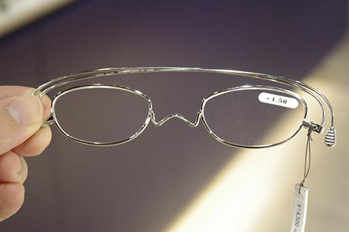 薄さ2mmの老眼鏡『ペーパーグラス』導入しました!!_e0267277_20031256.jpg