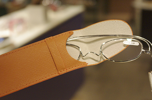 薄さ2mmの老眼鏡『ペーパーグラス』導入しました!!_e0267277_20033753.jpg