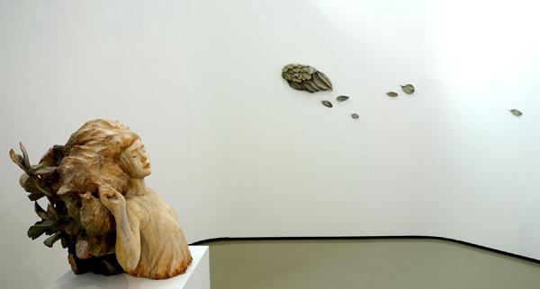めぐりうつろいつながっていく〜1月18日(日)まで【神崎由梨 木彫作品展〜樹から人へ】_a0017350_04071970.jpg