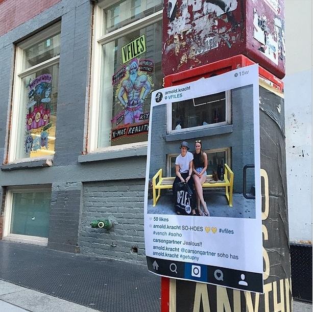 NYの写真&メッセージを紙に印刷して撮影現場に貼ってくる謎の集団、Get Up NY_b0007805_8432647.jpg