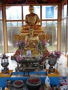 ヤムの会ミニトリップ、タイ寺院ワット・パクナム参拝とタイ料理クルワ・リム・ターン_c0030645_12232868.jpg