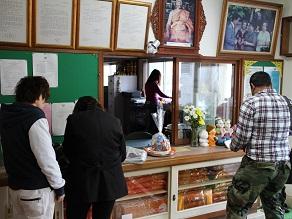 ヤムの会ミニトリップ、タイ寺院ワット・パクナム参拝とタイ料理クルワ・リム・ターン_c0030645_13184979.jpg
